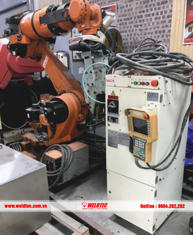 ROBOT HÀN ĐIỂM NGÀNH Ô TÔ, HÃNG NACHI - GIÁ 160 TRIỆU