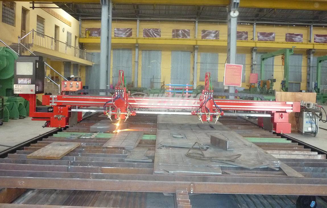 Máy cắt Plasma CNC trong xưởng sản xuất